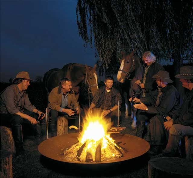 200-10462 Fire Bowl 1200 - Men in cosy Evening