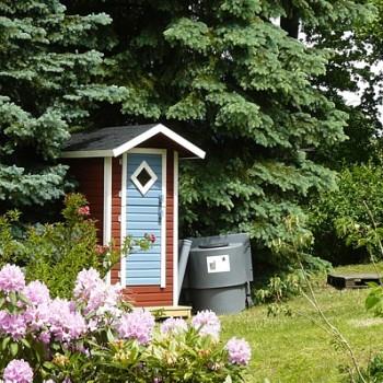 komposttoilette f r den garten. Black Bedroom Furniture Sets. Home Design Ideas