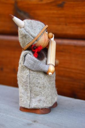 Wikingerfrau mit Nudelholz